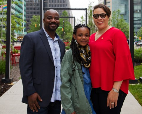 Serena Scott posing for a picture with her parents, Samino Scott and Trina Govan-Scott