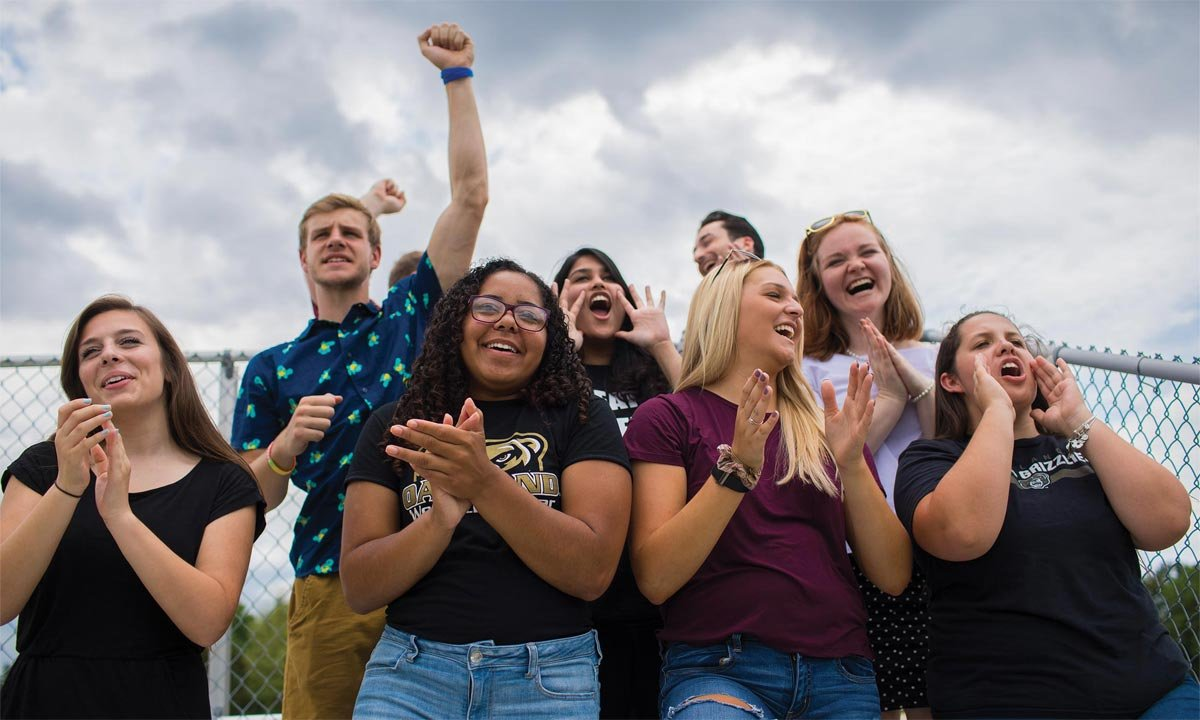 A group of Oakland University students celebrate at homecoming