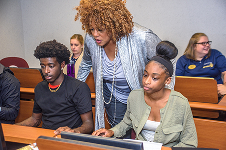Gwen Thomas with students in computer lab